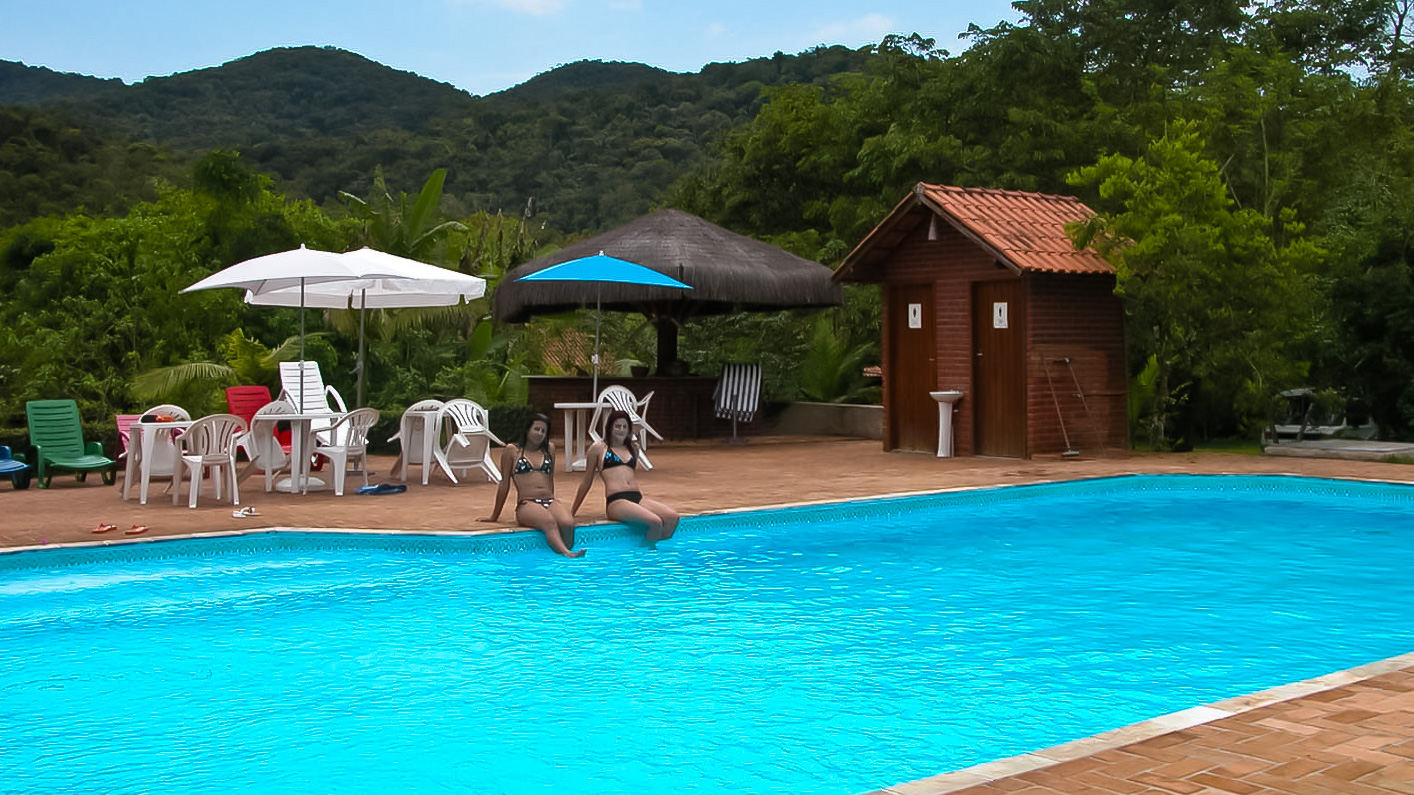 Piscina no salve floresta